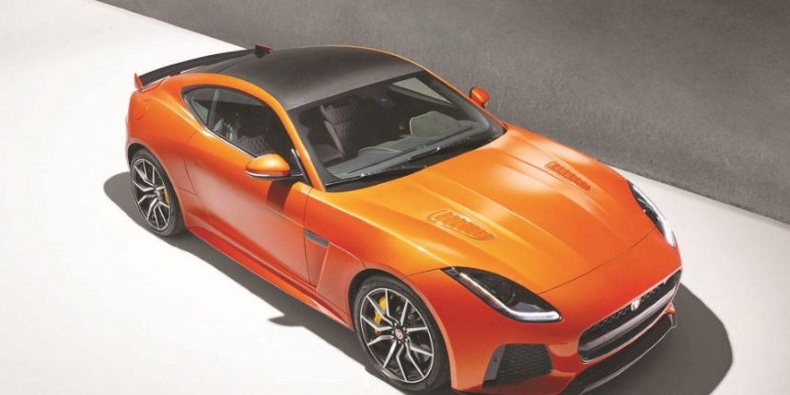Jaguar F-Type SVR. El nuevo coupé y convertible estará en el Autoshow de Ginebra y llega con cartas tan positivas como un revisado y exprimido motor 5.0 V8 supercargado para 575 caballos y 516 libras pie efectivos, capaces de llevar al bólido de 0 -100 km/h en tan solo 3.7 segundos, y continuar empujando hasta 322 km/hora.Se trata del F-TYPE más rápido fabricado, el primero en ser puesto a la pista producto de la división SVR del Grupo, mientras que su precio da aún más de qué hablar: 158 mil 600 y 166 mil 600 euros, coupé y convertible, prestaciones que le ponen a competir con pesos pesados (como el nuevo 911 Turbo de 174 mil o 911 Turbo S, superior a los 200 mil euros. ¡Hay partido! Foto:Jaguar