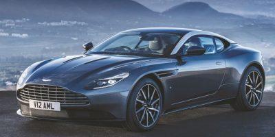 Aston Martin DB11. Este modelo presume un nuevo motor V12 de 5.2 litros vitaminado con dos turbocargadores (twin-scroll) firmados por Mitsubishi Heavy Industries, para entregar 600 hp y 516 libras pie de torque, logrando detener el latido del corazón en tan sólo 3.9 segundos en la prueba de aceleración (0-100 km/h). La velocidad punta es de 200 millas por hora (320 km), mientras que el ingeniero de motores afirma que a bajas revoluciones, el motor desconecta dos cilindros para entregar una mejor eficiencia de combustible (ya sabemos lo que piensa Mr. Zuckermann, ingeniero Mecánico de la desconexión de cilindros). Foto: Aston Martin
