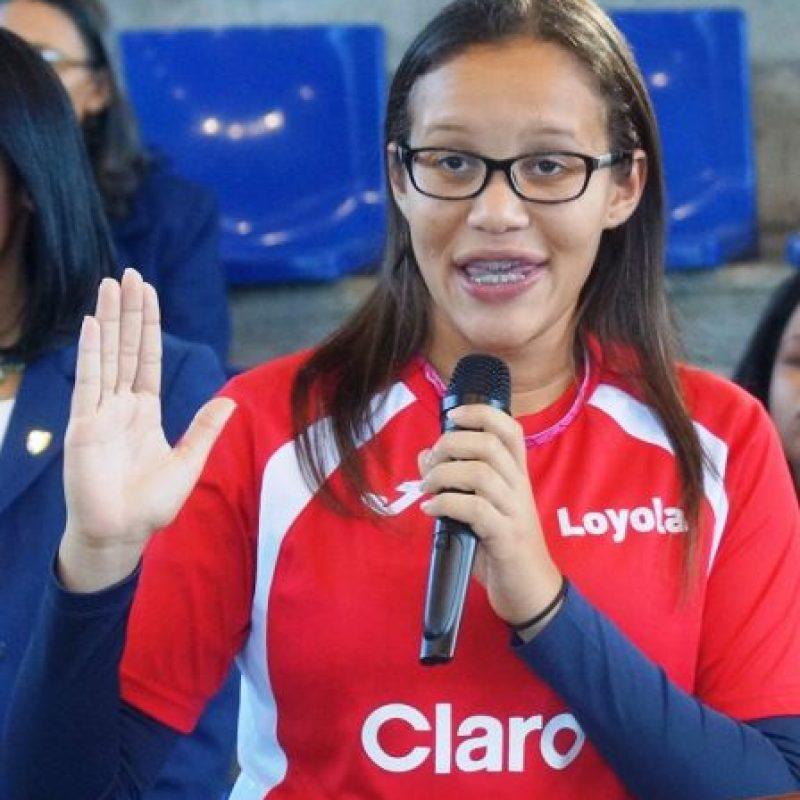 Claudia Suero, del estudiante del Colegio Loyola pronuncia el juramento deportivo. Foto:Fuente externa