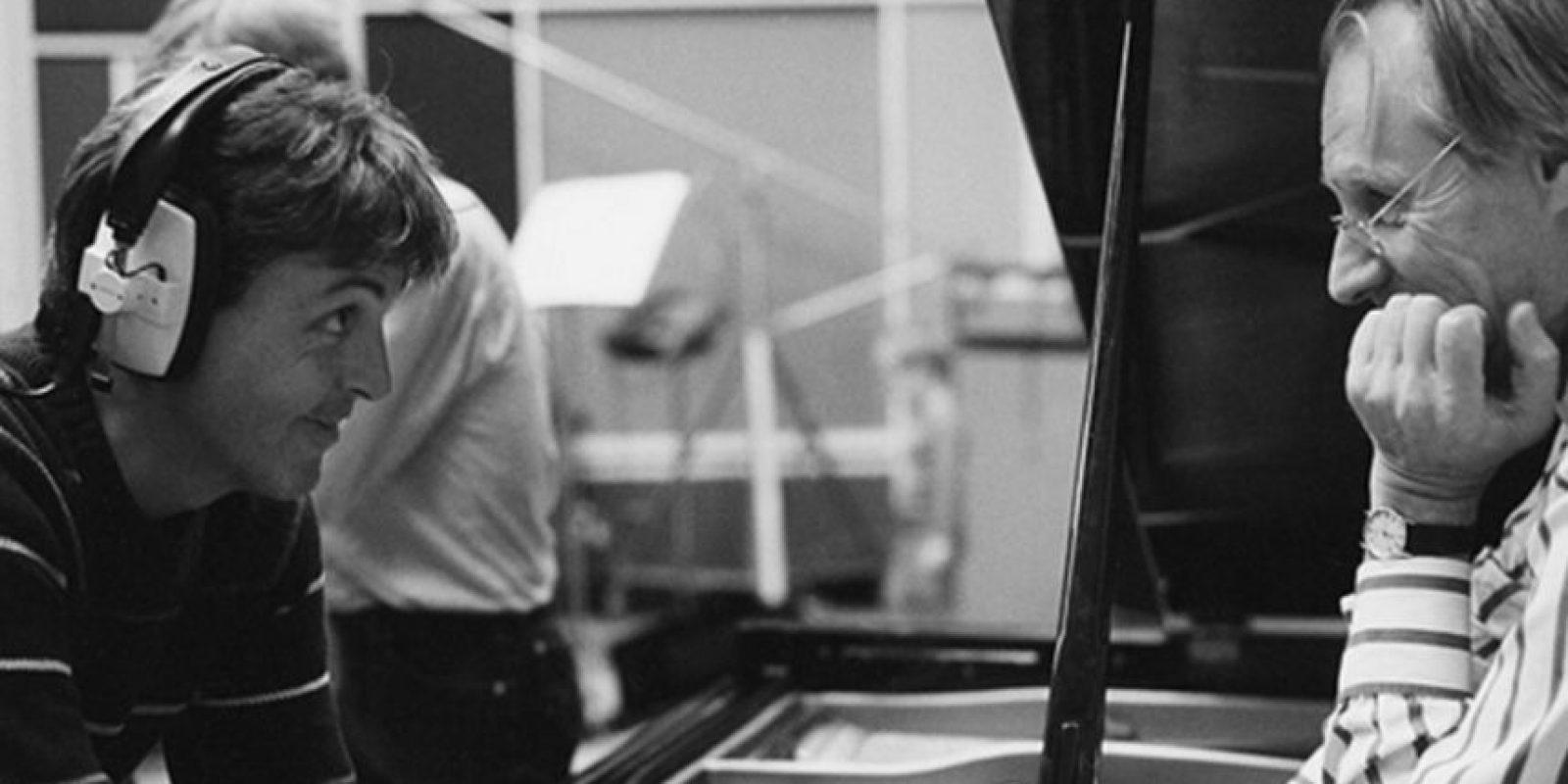 El productor británico, George Martin, llamado el quinto Beatle, falleció este martes a los 90 años Foto:Vía twitter.com/paulmccartney