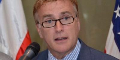 En medio de críticas, canciller se reúne con embajador EEUU