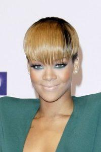 5. Maquillarse con una base más clara de lo usual, como Rihanna. Foto:vía Getty Images