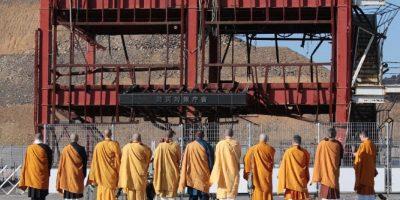 Monjes se dieron cita en lugares de la catástrofe Foto:AFP