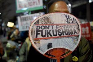 Las manifestaciones por el desastre nuclear de Fukushima no se hicieron esperar. Foto:AFP