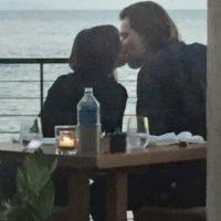 Incluso, puede observarse como ambos compartían besos y miradas románticas. Foto:Grosby Group