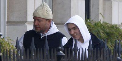 Mientras Madonna rompe en llanto en el escenario, padre e hijo disfrutan un paseo por Londres. Foto:Grosby Group