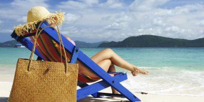 Los 10 indispensables en tu bolso para ir a la playa