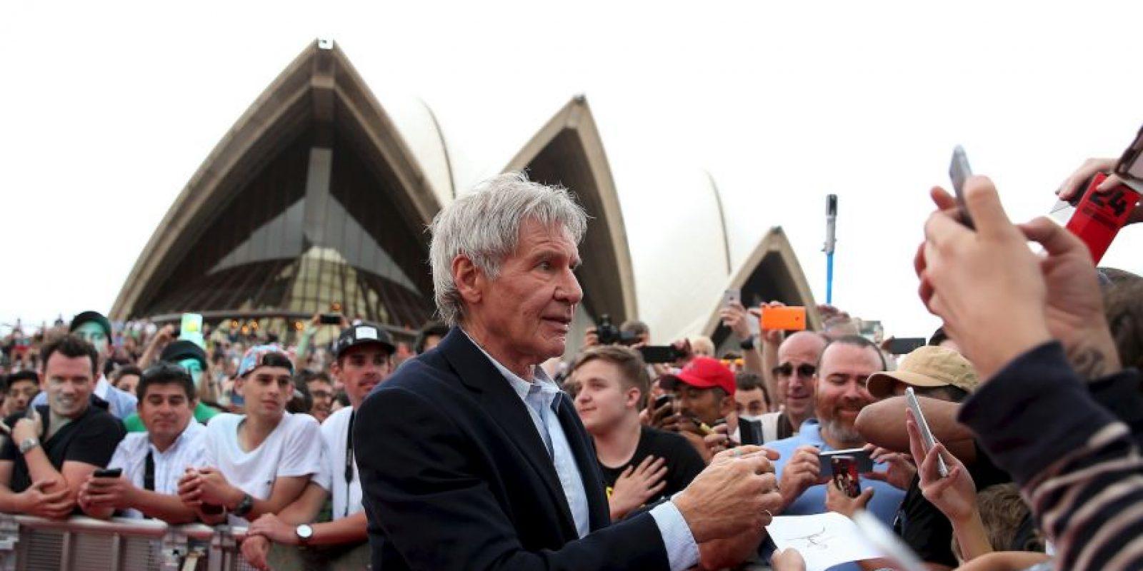 El actor tiene una cicatriz en la barbilla debido a un accidente de coche que sufrió a los 20 años. Foto:Getty Images