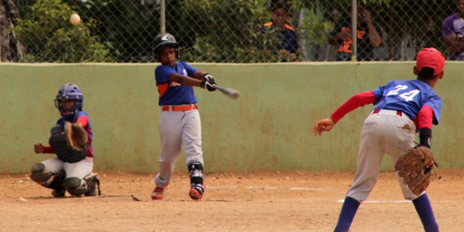 Acción del béisbol menor en el play San Jerónimo Foto:Fuente Externa