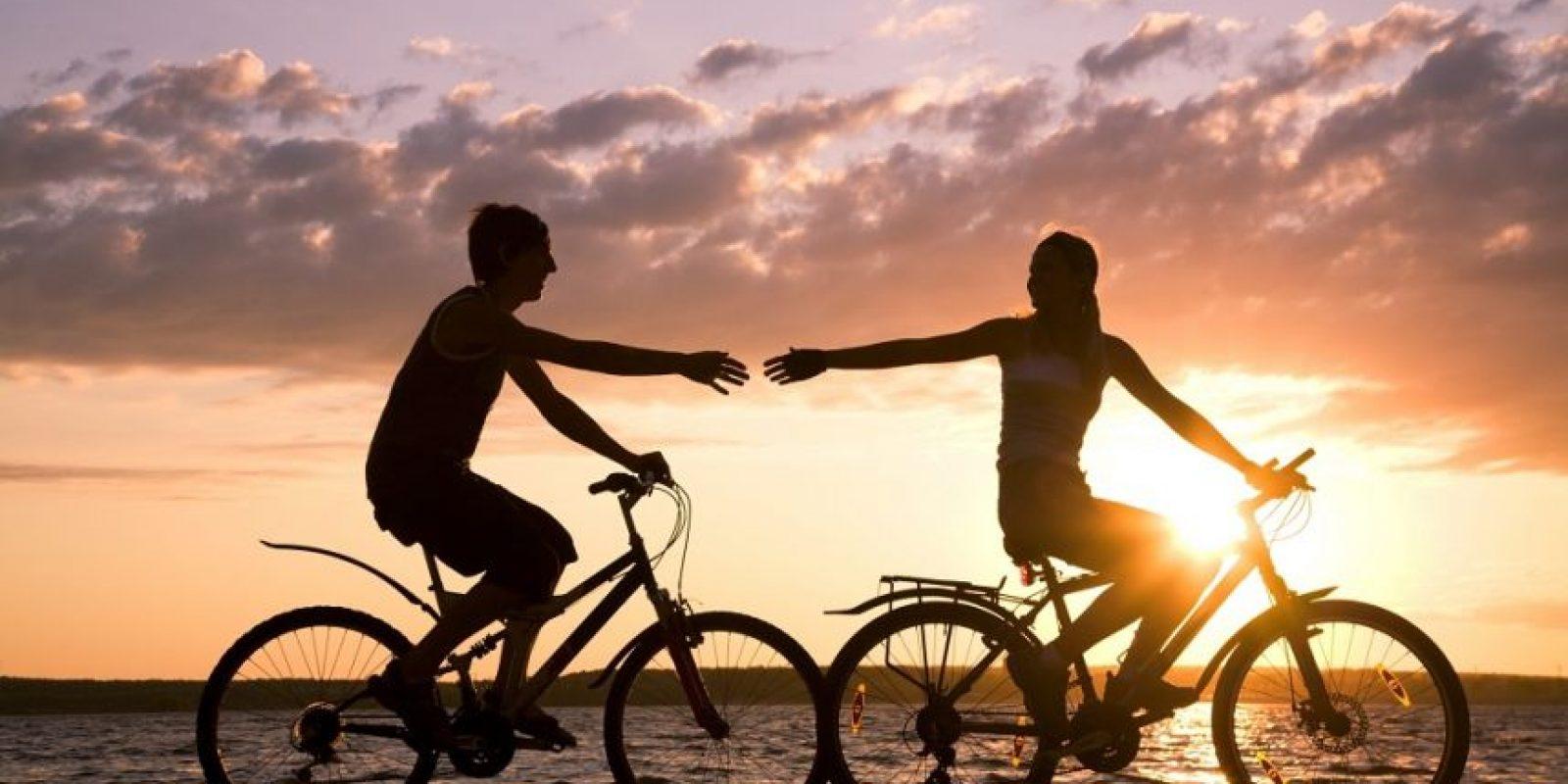 Montar bicicleta es una manera diferente de mantenerte activo. Foto:Fuente externa
