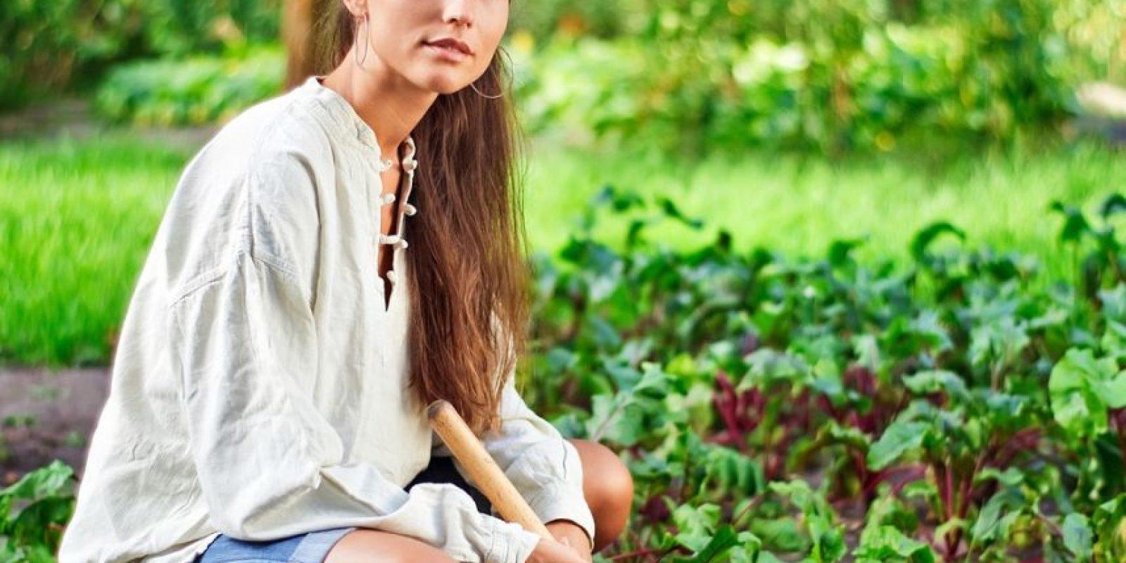 Mueve tu cuerpo trabajando en el jardín. Foto:Fuente externa