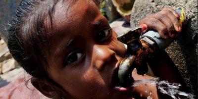 Busca la manera de sacar adelante principalmente a las familias de agricultores afectados por las sequías. Foto:facebook.com/pages/Nana-Patekar