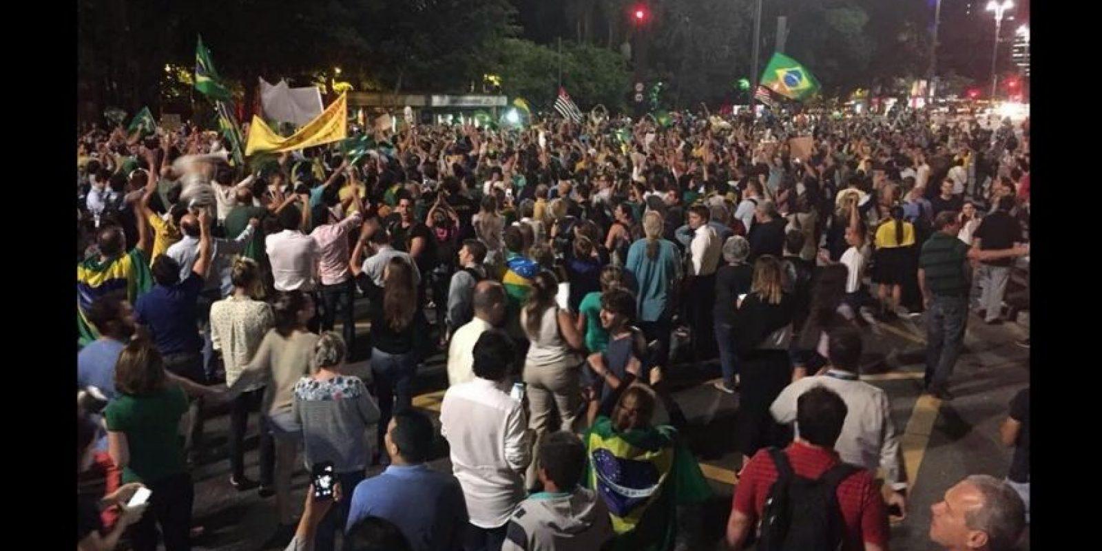 Y piden la renuncia de Dilma Rousseff. Foto:Vía Twitter @amigoperu76