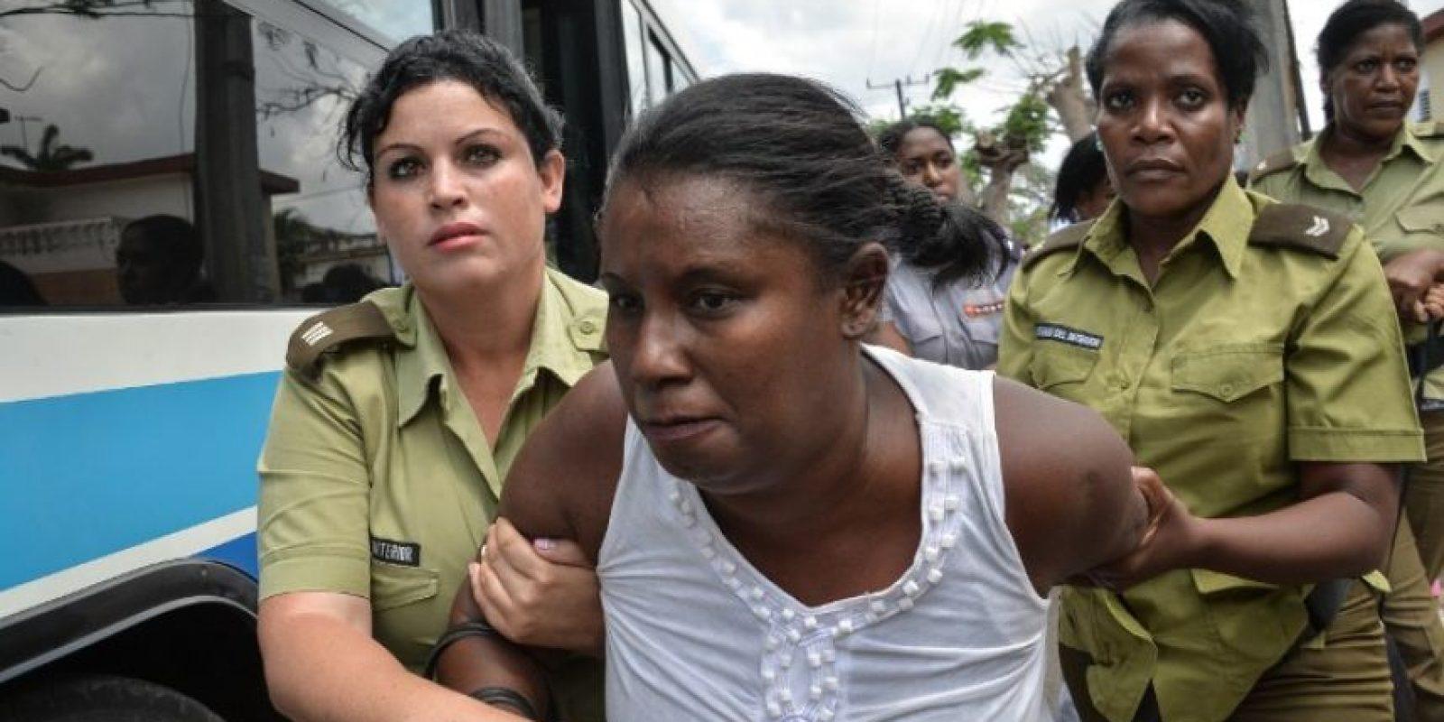 """Entre ellos """"Las Damas de Blanco"""", movimiento ciudadano que reúne a esposas y otros familiares de presos cubanos Foto:AFP"""