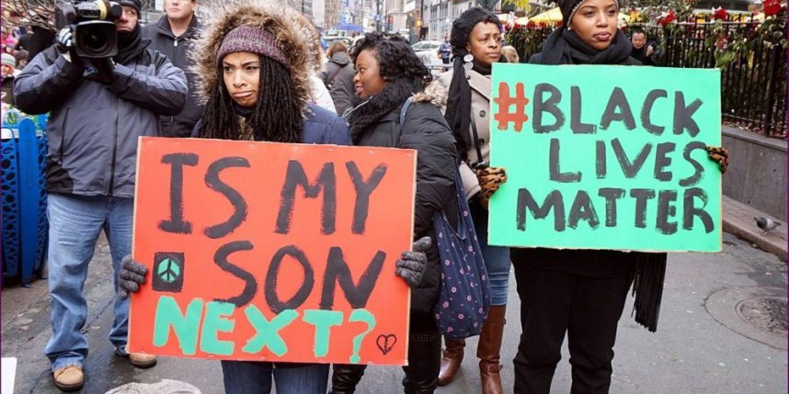 #BlackLivesMatter. Este hashtag comenzó como una respuesta al juicio y eventual absolución de George Zimmerman, quien disparó contra el joven de 17 años de edad Trayvon Martin, muerto en 2012. El movimiento se ha reavivado en varias ocasiones, sobre todo #Ferguson, que comenzó en 2014 después de la muerte de Michael Brown en Missouri. Este año también se ha visto la promoción de la etiqueta durante la actuación de Beyoncé en el Super Bowl. Foto:Fuente Externa