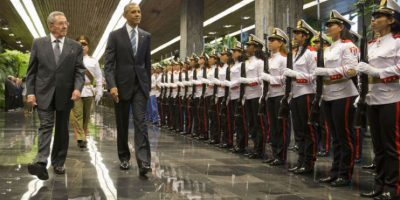 El líder cubano, Raúl Castro, lo recibió en el Palacio de la Revolución. Foto:AP