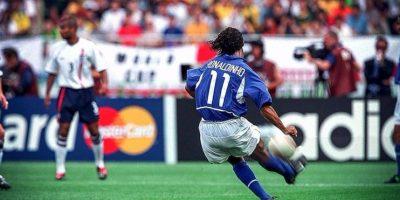 Video: Así festejó Ronaldinho su cumpleaños número 36
