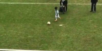 Niño de 5 años imita a Cristiano Ronaldo y se vuelve viral
