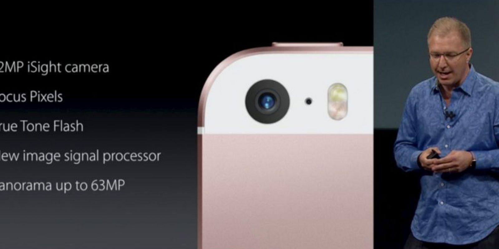 La cámara de iPhone SE retoma características que tiene el modelo 6s, como 12 megapíxeles y creación de Live Photos. Foto:Apple