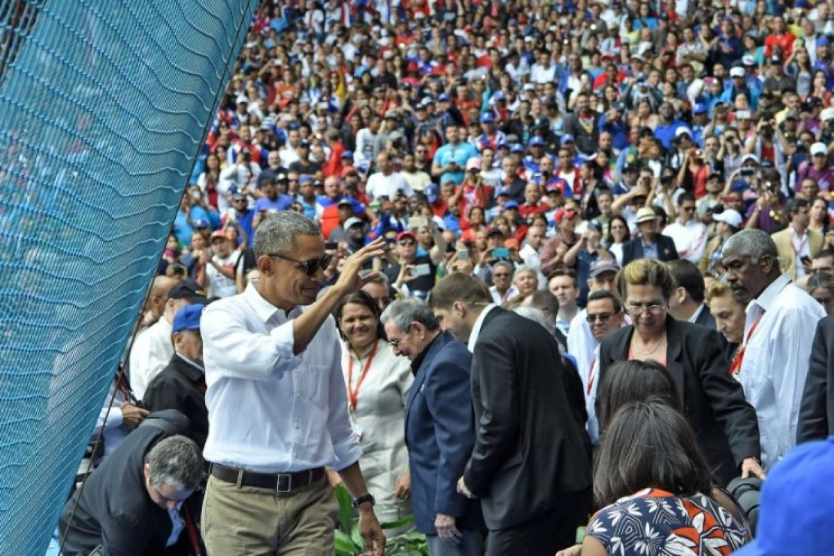 Los presentes en el estadio festejaron la visita del presidente estadounidense. Foto:AFP