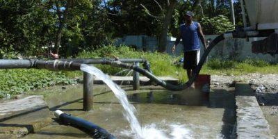 """Desperdicio de agua """"a cántaros"""" en RD"""