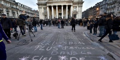 La gente aprovechó la explanada para escribir distintos mensajes. Foto:AP