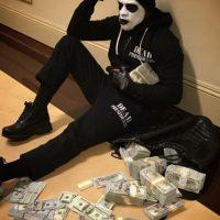 El exboxeador presume en las redes sus miles de billetes verdes Foto:Vía instagram.com/floydmayweather