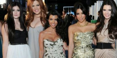Su línea, Kardashian Kollection, vendió muy bien hasta el año pasado. Foto:vía Getty Images