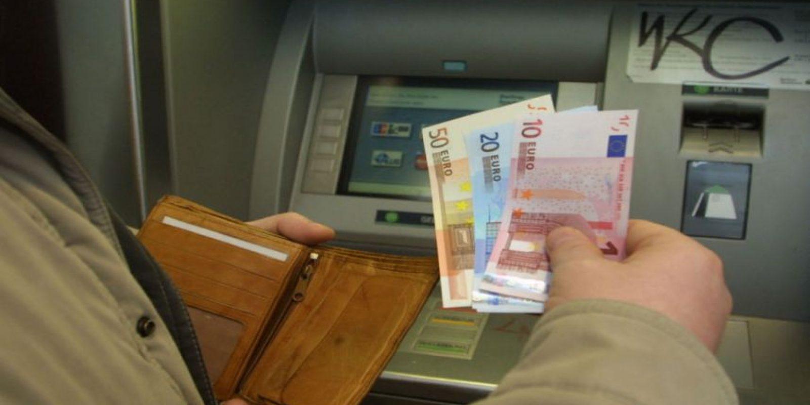 Al sacar dinero del cajero nos vemos expuestos a robos. Foto:Getty Images