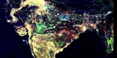 """Supuestamente, así de """"colorida"""" se veía India en la festividad del Diwali. Foto:The Museum of Hoax"""