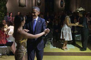 """Primero, Godoy y Lagunes les mostraron cómo se baila el tango al ritmo de """"La Cumparsita"""" Foto:AFP"""