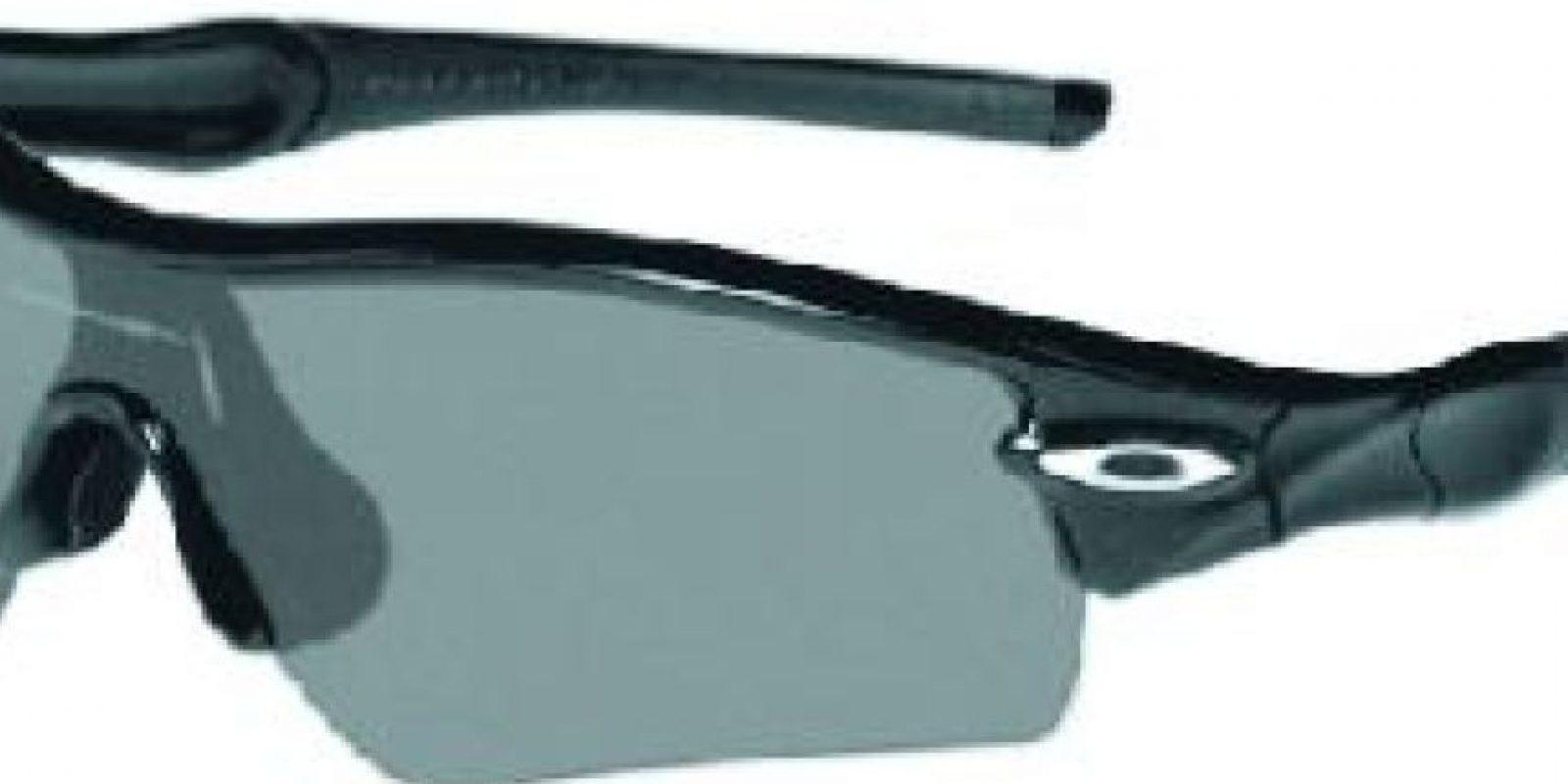 Gafas. Los lentes de sol quizás son el complemento más importante en tu look. Pero lo más importante es el grado de protección que le da a tu vista. Un par de gafas de sol es el accesorio esencial porque no solo van a proteger tus ojos del resplandor del sol, sino que son la ayuda perfecta para ocultar la resaca. Foto:Fuente externa