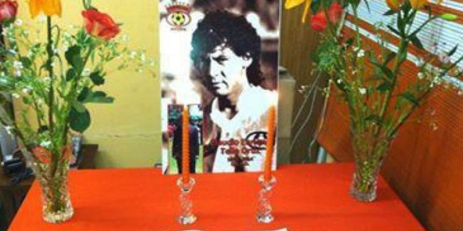 Un cáncer terminal le ganó la batalla al ex futbolista chileno Foto:Twitter