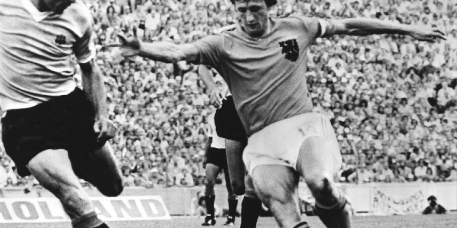 2. Su inmensa calidad se vio recompensada a nivel internacional con tres Balones de Oro al mejor jugador europeo (1971, 1973 y 1974). Foto:Getty Images