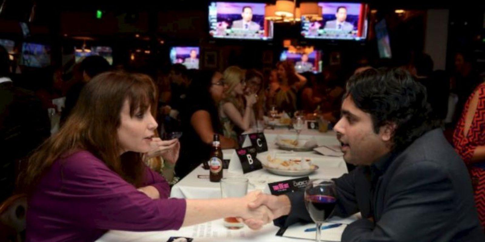 8. Se supone que el hombre paga la cuenta, sin embargo, las mujeres ahora piden pagar la mitad de todo Foto:vía Getty Images