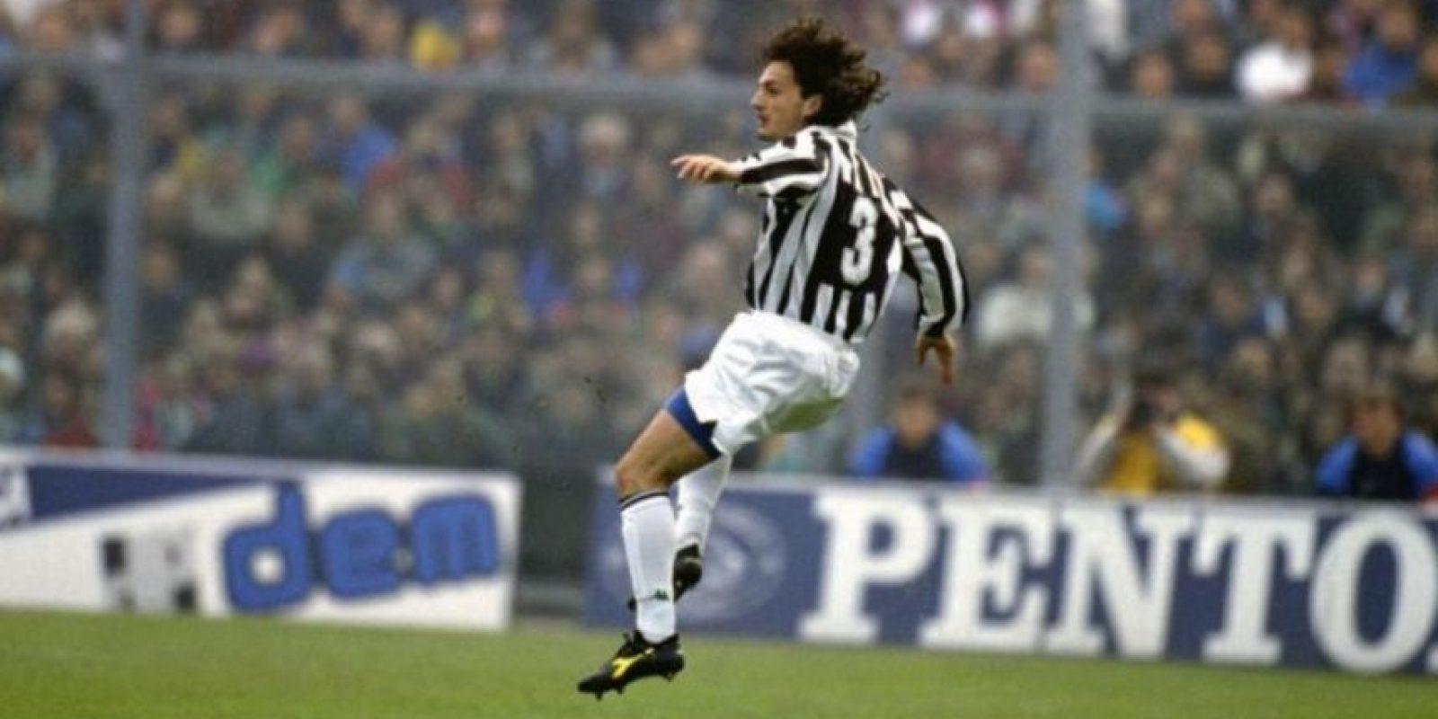 Jugó para la Juventus y en 1995 murió a los 23 años a causa de una leucemia que no pudo superar. Foto:Getty Images