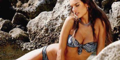 Alessandra Ambrosio muestra provocativa sesión de fotos