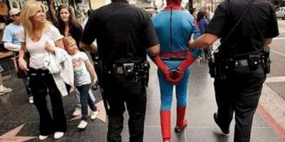 "¡Extra, Extra! ""Spiderman"" finalmente fue detenido. Foto:Imgur"
