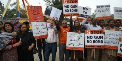 Por otra parte la gente se manifiesta a favor de la paz. Foto:AFP