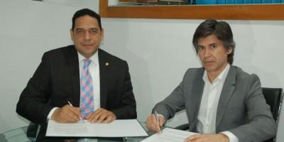 Empresa firma acuerdo con UNIBE