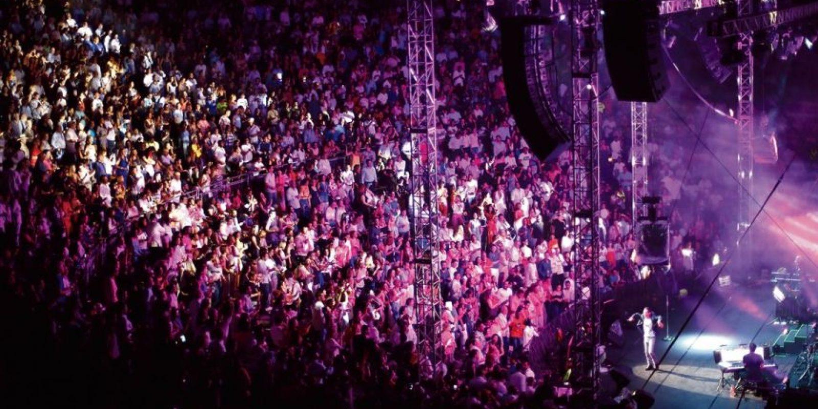 Un lleno total logró el salsero en La Romana. Foto:Roberto Guzmán