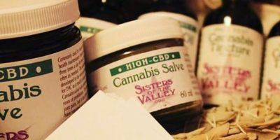 Cada uno de sus productos va acompañado de una oración. Foto:instagram.com/sistersofthevalley/