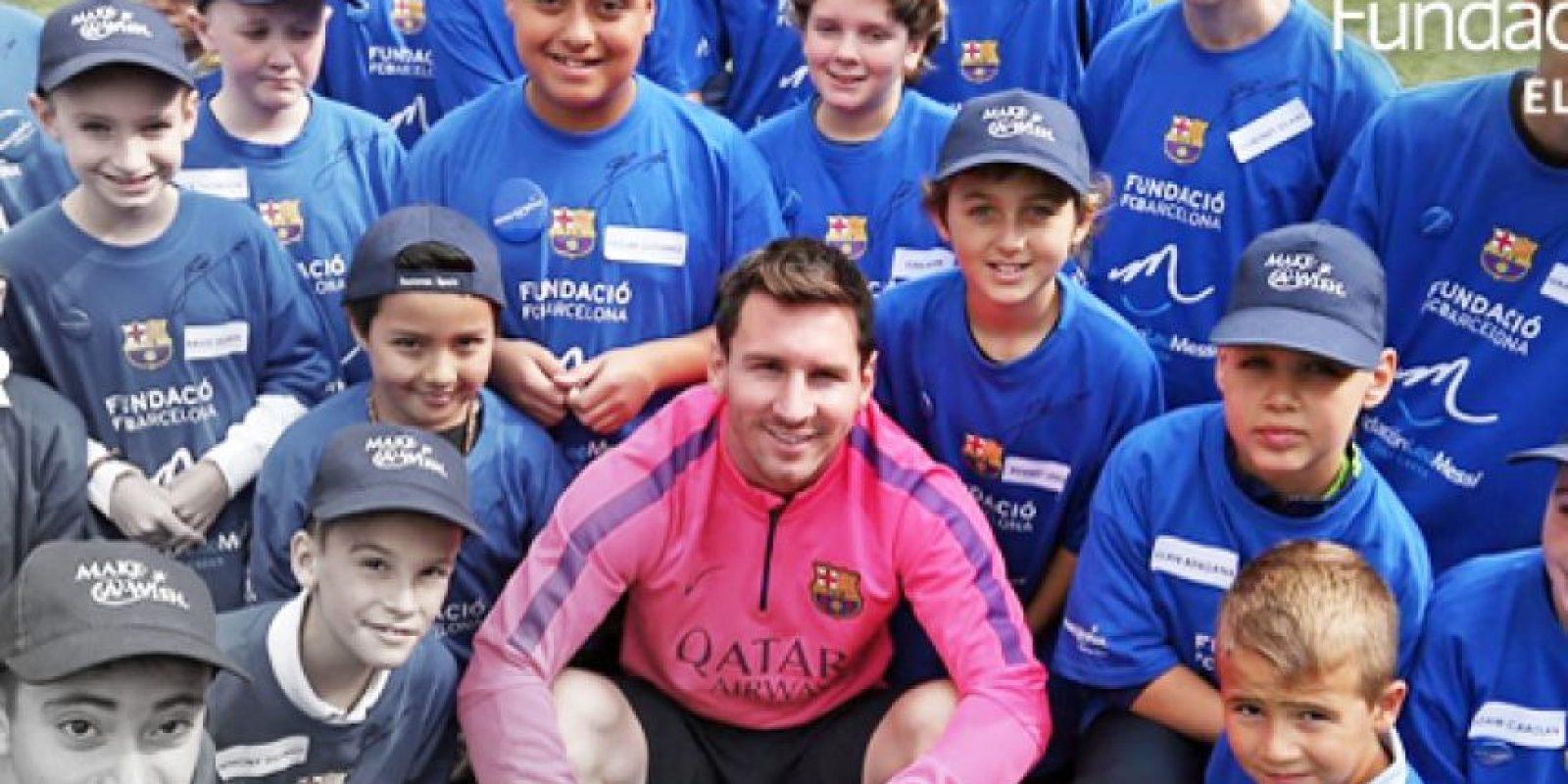 8. El pasado mes de febrero, el Barcelona le regaló una serie de objetos del club autografiados por Lionel Messi a la familia de un niño de cuatro años que sufre cuadriparesia. Foto:Vía facebook.com/FundacionLeoMessi