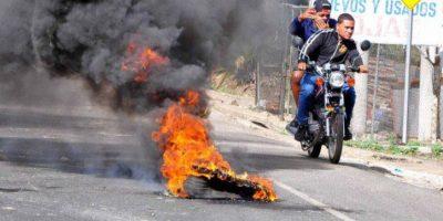 Paralizan Moca en demanda de arreglo de las calles