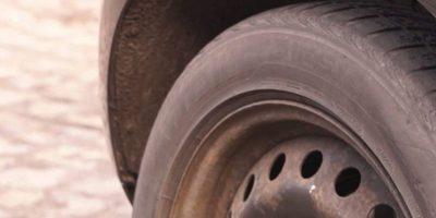 Gomero muere mientras cambiaba neumático a camión
