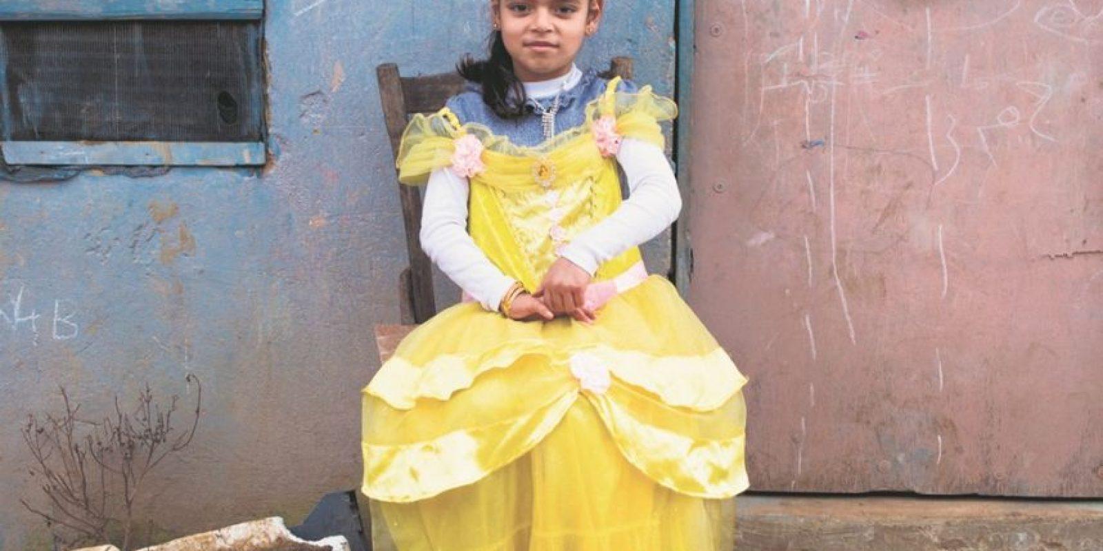 Las niñas participaron con vestimentas de princesas. Foto:Saint hoax