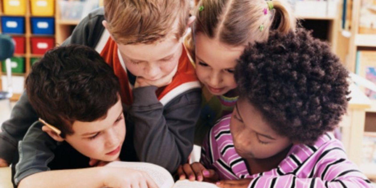 Día 2: Dedicado al libro infantil. El escritor danés Hans Christian Andersen inspiró la creación del Día Internacional del Libro Infantil y es promovido en la actualidad por IBBY (un colectivo internacional de asociaciones y personas interesadas en fomentar la lectura entre los niños y jóvenes). Su creación arriba a 1967, coincidiendo con la fecha del nacimiento del autor, quien escribió más de 150 cuentos infantiles, entre los más conocidos y que permanecen en el recuerdo de varias generaciones: El patito feo, Las zapatillas rojas, El soldadito de plomo, El ruiseñor, La sirenita, Caperucita Roja, Blanca Nieves y los Siete Enanitos, Los Tres Chanchitos, La Cenicienta, Pulgarcito y muchos más Foto:Fuente externa