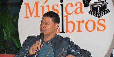 El Jeffrey ofrece un testimonio de vida en Música entre Libros