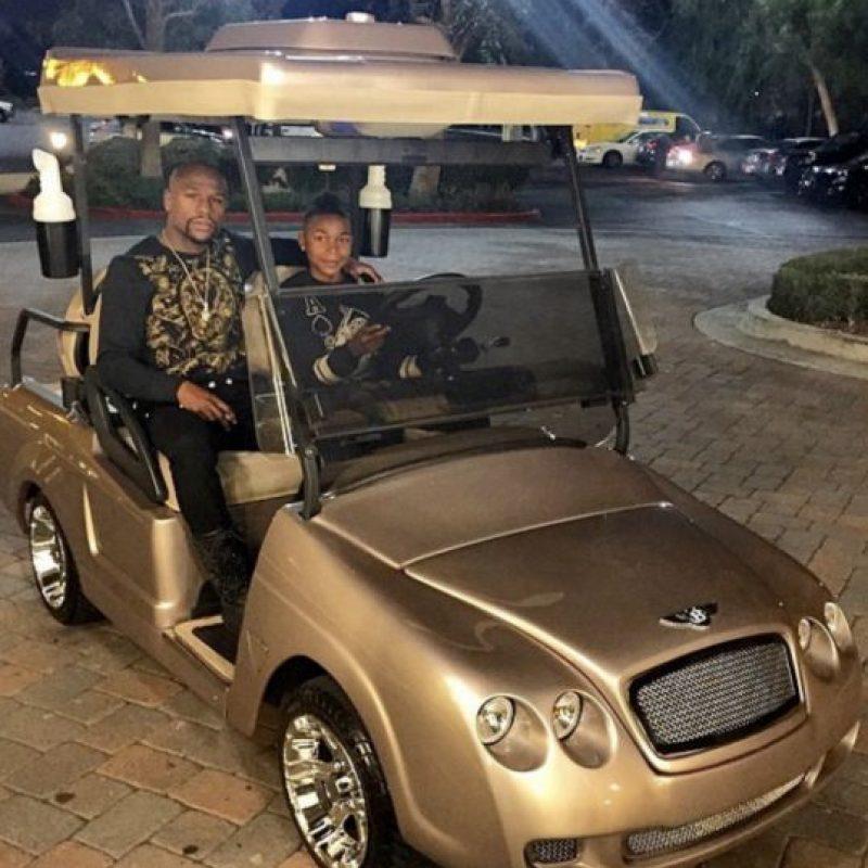 Un año antes, el regalo para Koraun fue un coche de golf Bentley. Foto:Vía instagram.com/floydmayweather