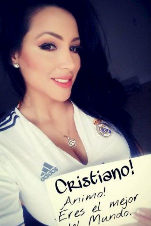 Esta modelo venezolana es otra de las grandes fans del Real Madrid. Foto:Vía instagram.com/jeinnylizarazo